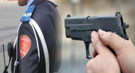 عناصر فرقة مكافحة العصابات تشهر أسلحتها لإيقاف شخص واجه الأمن بمقاومة عنيفة