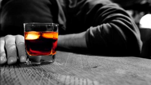 """ليلة خمرية تنتهي بفاجعة.. مادة """"الكحول"""" الطبية ذات التركيز العالي تنهي حياة سبعة أشخاص"""