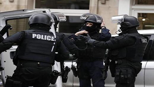فرنسا.. اعتقال 3 فرنسيات ألصقن رسوما مسيئة للرسول الكريم