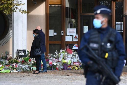 الشرطة الفرنسية تعتقل ثلاث نساء بعد نشرهنّ مئات الصور المسيئة إلى الرسول