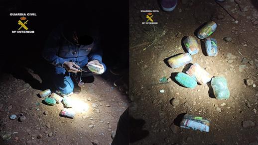 مليلية.. حرس الحدود يوقف شخصين متلبسين بتهريب المخدرات عبر السياج الفاصل