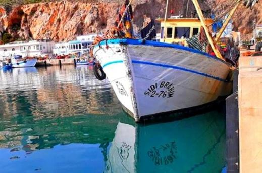 """الحسيمة.. البحارة يشتكون من تفاقم سرقة """"الحرّاكة"""" لقواربهم"""