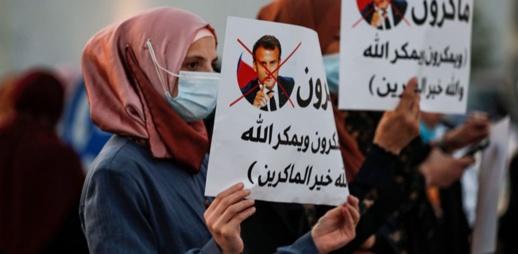 """السعودية تدين """"التطرف"""" وترفض الانخراط في مقاطعة المنتجات الفرنسية"""