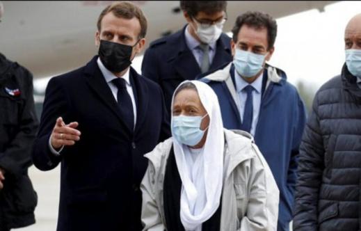 """المختطفة الفرنسية التي اعتنقت الإسلام توجّه رسالة """"شديدة اللهجة"""" إلى الرئيس ماكرون"""