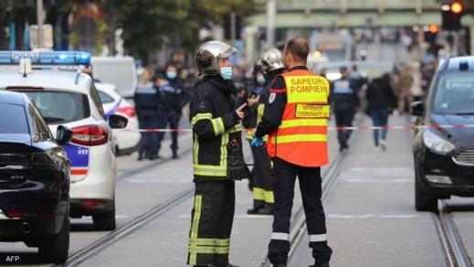 """ساعات  بعد """"هجوم نيس"""".. الشرطة الفرنسية تقتل رجلا مسلحا بسكين في مدينة أفينيون"""