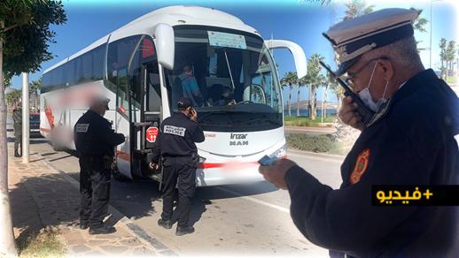 الناظور.. السلطات توقف حافلة بسبب خرقها تدابير الحجر الصحي الجزئي وتنزل جميع الركاب