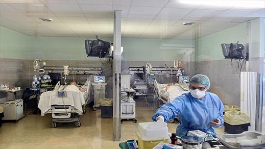 عائلات ناظورية تتجه لمدن أخرى للعلاج من كورونا بعد امتلاء مستشفى الحسني بالمرضى