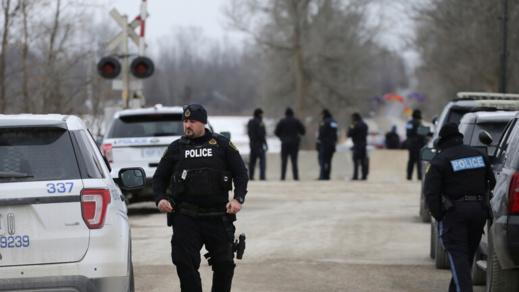 """كندا.. شخص """"بملابس من العصور الوسطى"""" يقتل مواطنين ويصيب خمسة آخرين طعنا في """"كيبيك"""""""