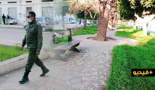شاهدوا.. سلطات الناظور تمنع المواطنين من الجلوس و التجمع داخل الحدائق العمومية