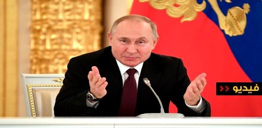 شاهدوا.. الرئيس الروسي فلاديمير بوتين يقرأ القرآن في يوم الوحدة الوطنية