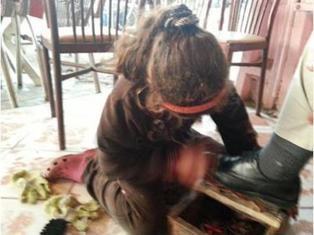 صورة لطفلة تمسح الأحدية بخميس الزمامرة تستفز الفايسبوكيين