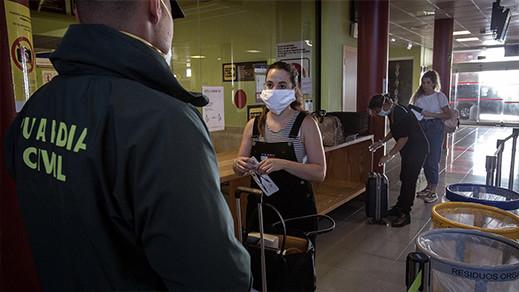 """إسبانيا تفرض إجراء اختبار الكشف عن الفيروس """"بي سي إر"""" على المسافرين القادمين إليها"""