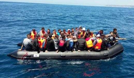 """زعيم سياسي إسباني يدعو الحكومة إلى """"طرد"""" المهاجرين السريين الذين وصلوا من المغرب"""