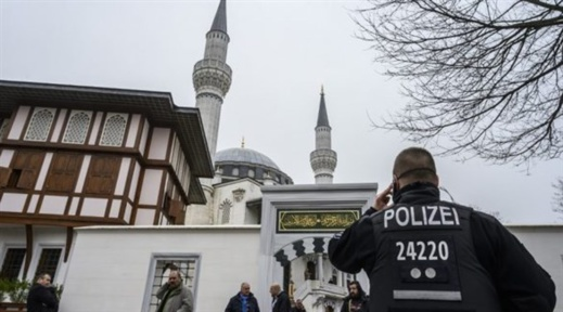 محاكمة 12 متطرفا خططوا لتنفيذ عمليات إرهابية ضد مسلمين في ألمانيا