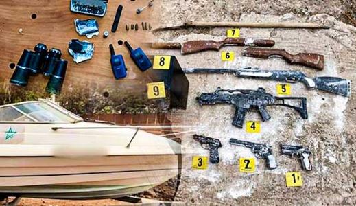 مسدسات وسلاح أوتوماتيكي ومخدرات.. تفكيك شبكة إجرامية وتوقيف 19 شخصا داخل فيلا ببني انصار