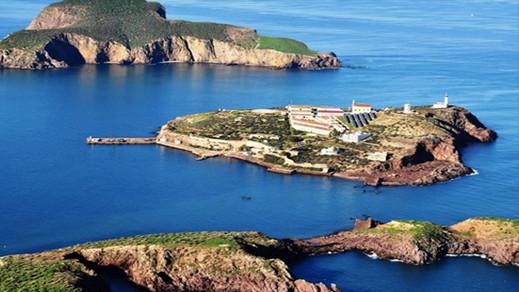 اسبانيا تزود الجزر المحتلة بسواحل الريف بأجهزة اتصال عسكرية متطورة