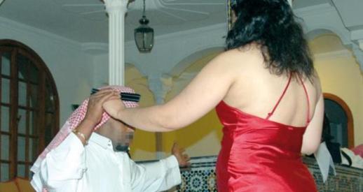 """إدانة """"زوجة"""" أرسلت أزيد من 50 تسجيلا """"إباحيا"""" إلى عشيقها الخليجي بالسجن النافذ"""