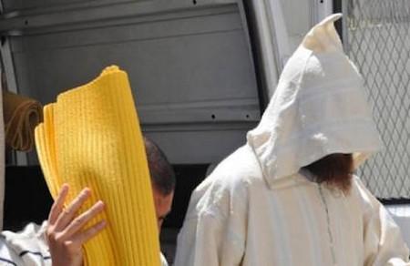 """إيداع """"إمام مسجد"""" وخليلته المتزوجة السجن بتهمة الخيانة الزوجية"""