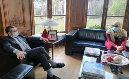 السفير المغربي في بلجيكا يحتفي بكاتبة أحرزت جائزة أدبية وعمرها لا يتجاوز الـ17