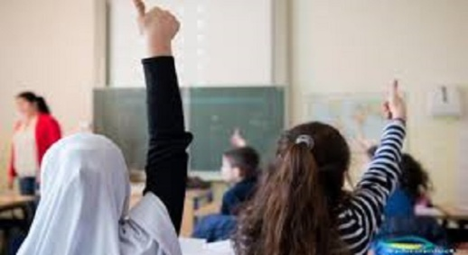 """القضاء """"ينصف"""" التلميذة المحجّبة في مواجهة مدرسة كاثوليكية فرنسية حاولت حرمانها من مواصلة تعليمها"""
