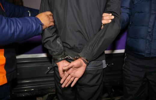 عناصر الشرطة القضائية بالناظور توقف شخصين تورطا في سرقة وكالة لتحويل الأموال بواد زم
