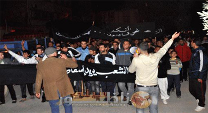 مسيرة حاشدة اتجاه مفوضية الأمن بزيو بعد ايقاف شرطي متلبس بالخيانة الزوجية