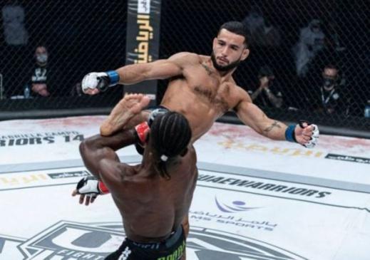 """البطل المغربي علوي يحرز بطولة """"محاربي الإمارات"""" للألعاب القتالية المختلطة بأبوظبي"""
