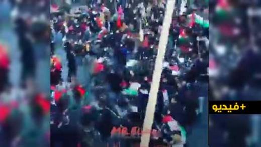 شاهدوا.. مرتزقة البوليساريو يهاجمون بالعصي والهراوات على وقفة الجالية المغربية السلمية بباريس