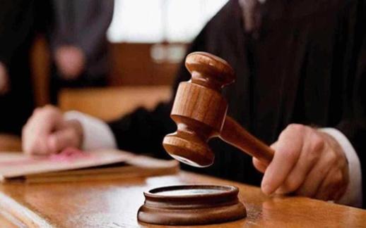 إسبانيا.. الحكم على مهاجر مغربي حاول قتل زوجته رجما بالحجارة