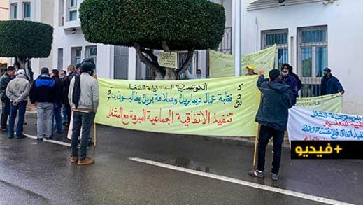 """عمال شركة """"ديما بريك"""" ينقلون احتجاجاتهم لمقر عمالة الناظور وهذه مطالبهم"""