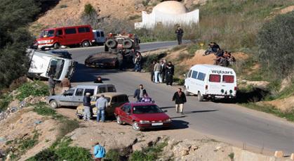 إنقلاب شاحنة كبيرة بالطريق المؤدية الى السوق الاسبوعي خميس تمسمان