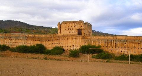 قصبة سنادة.. الحصن التاريخي البارز الذي أضحى قبلة للسياح المغاربة والأجانب