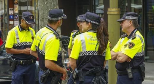 الحرس المدني الإسباني بمليلية يفكك شبكة إجرامية مختصة في تجنيس مغربيات مقابل مبالغ مالية