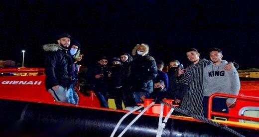 """ينحدرون كلهم من إقليم الحسيمة.. انقاذ 15 """"حراكا"""" بالقرب من السواحل الإسبانية"""