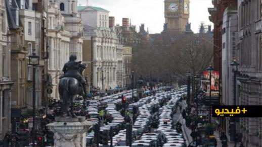 شاهدوا.. الهروب الكبير من لندن ليلة الإعلان عن اكتشاف سلالة جديدة لفيروس كورونا