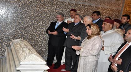 القوى السياسية بالمغرب تحج لضريح محمد الخامس في الذكرى 14 لوفاة الملك الراحل الحسن الثاني