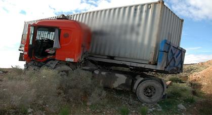 انحراف شاحنة عن مسارها بالطريق الوطنية الرابطة بين حاسي بركان وتاوريرت