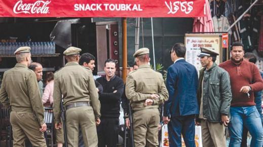 الحكومة تغلق المطاعم والمقاهي والمتاجر وتحظر التنقل ليلا
