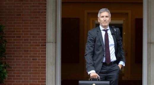 بعد استدعاء سفيرة المغرب... وزير داخلية إسبانيا يخرج عن صمته