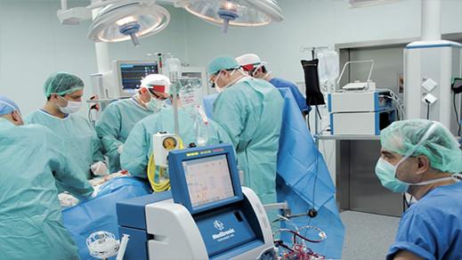 فرنسا تكافئ أطباء مغاربة مهاجرين بمنحهم الجنسية