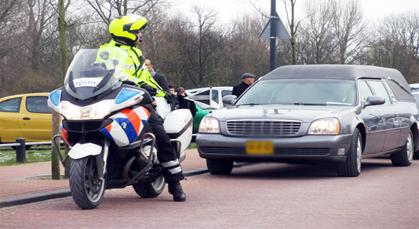 تواجد مثير للشك لرجال الشرطة الهولندية في جنازة أنس أوراغ