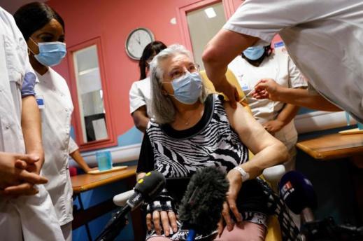 فرنسا تبدأ حملة التلقيح ضد فيروس كورونا