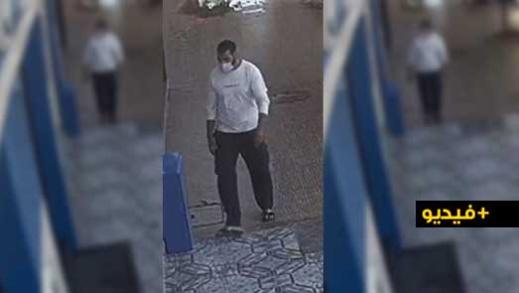 شاهدوا.. كاميرا المراقبة ترصد سرقة شخص ملتح لدراجة هوائية من داخل عمارة سكنية بالناظور