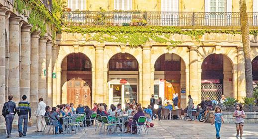 """قصر """"تاريخي"""" في ملكية المغرب أهملته جماعة مدينة شمالية فاستولت عليه إسبانيا"""