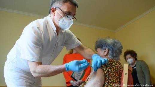 شروع 50 دولة عبر العالم في حملة اللقاح ضد فيروس كورونا المستجدّ