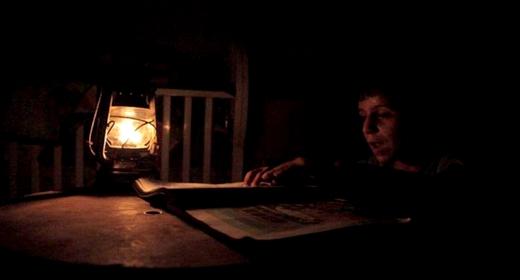 الظلام يعمق معاناة سكان جماعة بضواحي الحسيمة بعد محاصرتهم من طرف الثلوج