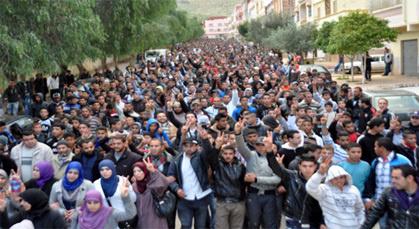 أزيد من 15 ألف من ساكنة زايو يشاركون في مسيرة تاريخية ويطالبون بسراح معتقلي 02 مارس