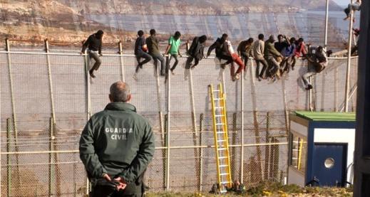 القضاء الإسباني يرفض طلب جمعيات حقوقية بوقف مساعدات للمغرب من أجل الحد من الهجرة السرية