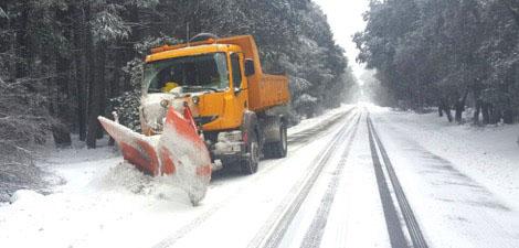 السلطات تعلن عن الطرق التي أعادت فتحها بعدما قطعتها الثلوج