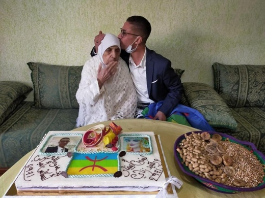 لبنى ابيضار ورشيد زناي يكرمان رائدة الفن الأمازيغي ميمونت نسروان في رأس السنة الأمازيغية